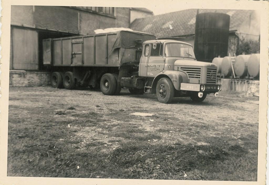 Berliet TLM 10 de 1964 attelé à une semi Baj&Fond