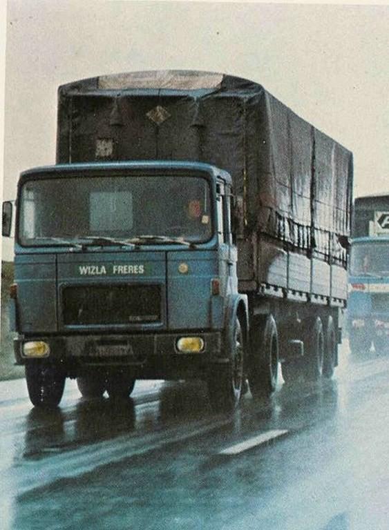 Saviem SM 260 de 1973 attelé à une savoyarde Van-Hool  à essieux écartement europe