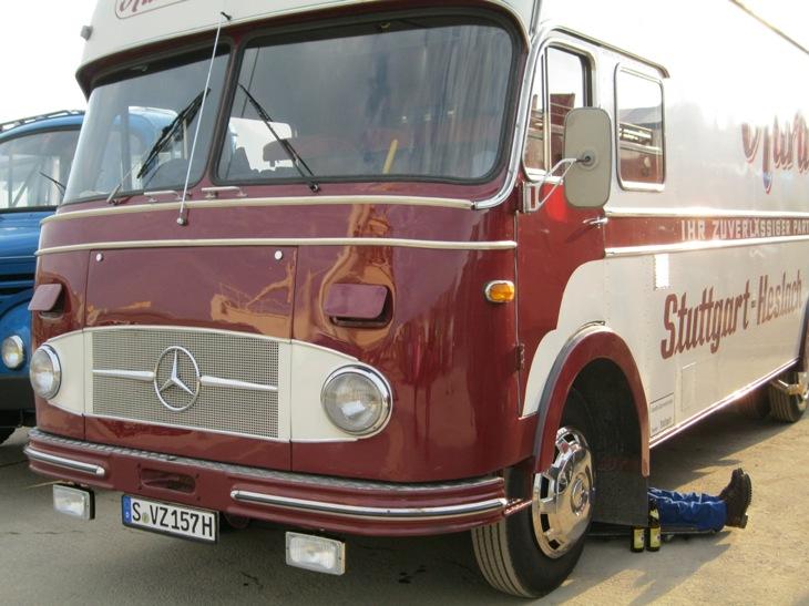 Fourgon Mercedes profile