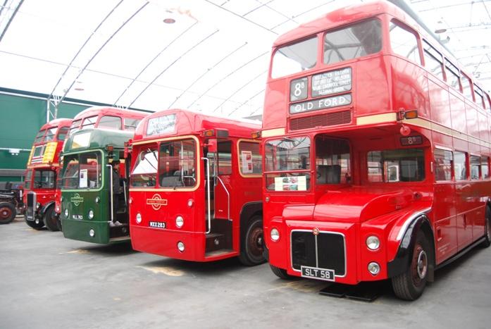 Belle brochette de bus londonniens