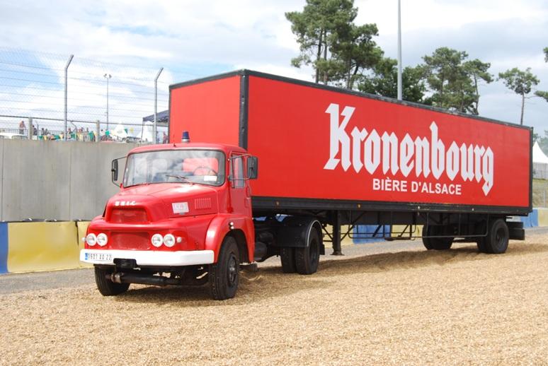 Ensemble routier Unic + remorque Kronenbourg