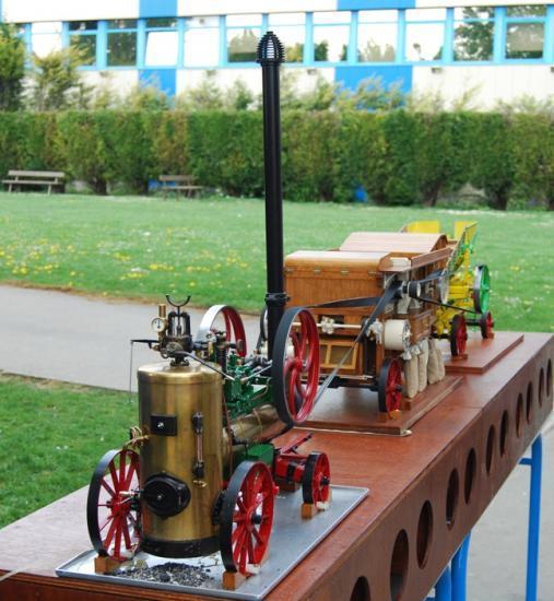 Splendide modèle réduit de machine à vapeur fonctionnelle