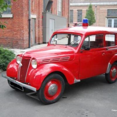 Renault Juvaquatre dauphinoise 1956
