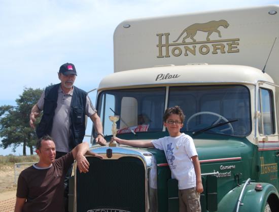 3 générations au service d'une passion : Patrice, Julien et Gabin : 1° prix des PL