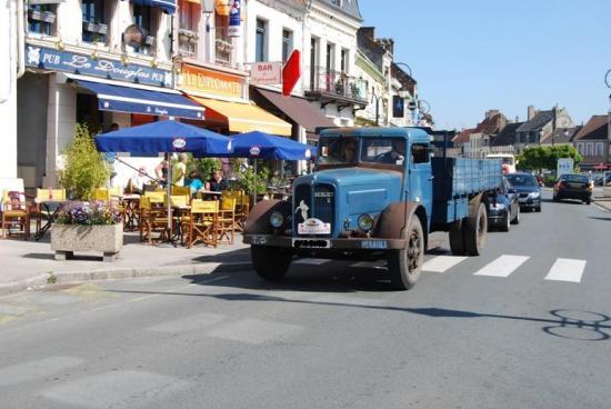 1948 - Berliet GDC6D arrivant à Montreuil sur mer