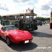 Somua quittant la Concorde pour les Champs Elysées