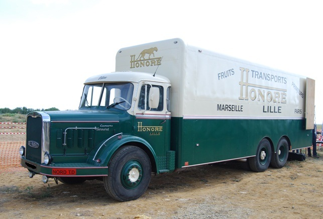 BERNARD GR150 53 Fourgon ex Transports Honoré à Lille de 1963
